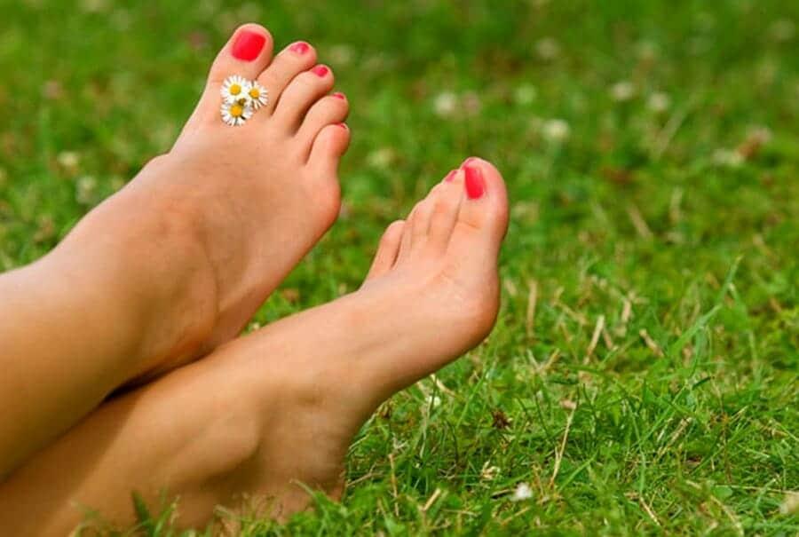 UV lakatut varpaat kesäpäiväksi BellaHelenasta - Jalat Kuntoon Kesäksi Varaa Aika Jalkahoitoon