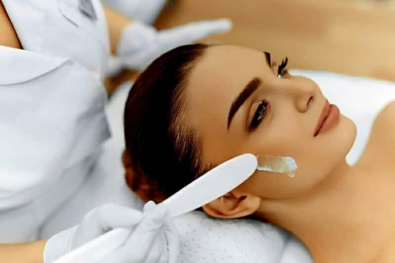 05-woman-in-the-beauty-treatment-in-bellahelena-oulu-finland