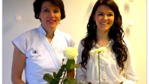 Kauneushoitola BellaHelenan avajaisissa Helena Tauriainen ja Saara Aalto 2012 Helena & Paris Oy Suomi 100 Finland