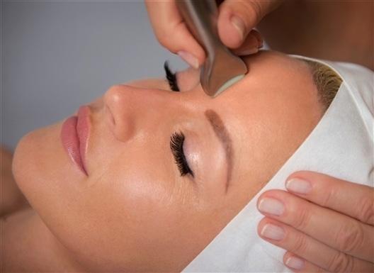 Kauneushoitola BellaHelena Oulu Skinfaktor Dermia Microneedling Face Treatment Photo