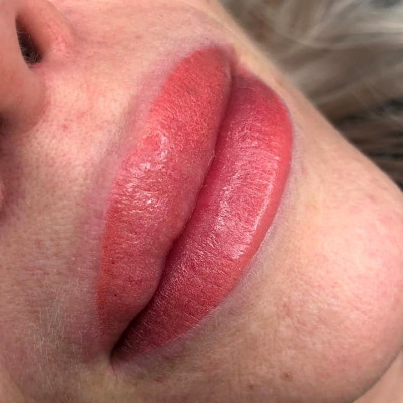 Työnäyte Kosmetologi Emma Kaasalainen Huulipigmentointi BellaHelena Oulu